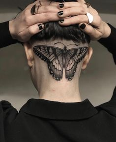 Incredible Head Tattoos for Females - Tattoos for Girls Scalp Tattoo, Nape Tattoo, Tattoo Hals, Head Tattoos, Piercing Tattoo, Body Art Tattoos, Girl Tattoos, Tattoos For Guys, Tattoo Ink