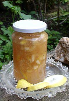 Erdőkóstoló: Vaníliás akácvirágzselé citromdarabokkal