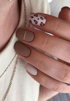 38 Special Winter Nails for the Frozen Days nails nail design red shining nails winter Christmas nails Red Nail Designs, Winter Nail Designs, Acrylic Nail Designs, Taupe Nails, Cheetah Nails, Red Gel Nails, Diy Nails, Acrylic Nails Natural, Cute Acrylic Nails