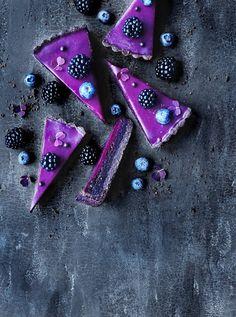 Chokolademazarintærte med solbærganache No Bake Desserts, Just Desserts, Delicious Desserts, Sweet Recipes, Cake Recipes, Dessert Recipes, Pretty Cakes, Beautiful Cakes, Milkshake Recipes