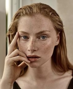 """babes-with-freckles: """"Laura Butler - Amazing Eyes """" Tolle Sommersprossen Beauty Shoot, Hair Beauty, Beauty Art, Pretty People, Beautiful People, Freckles Girl, Freckle Face, Model Face, Beautiful Redhead"""