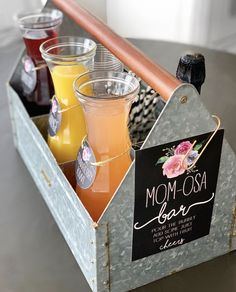 MOM-osa Bar:a fun mimosa bar for a baby shower or Mother's Day Baby Shower Menu, 2nd Baby Showers, Baby Shower Drinks, Baby Shower Brunch, Baby Shower Signs, Bridal Shower, Mothers Day Breakfast, Mothers Day Brunch, Party Looks
