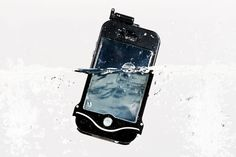Photojojo's iPhone Scuba Suit is factory tested to guarantee that it's waterproof. The case latches shut to create a liquid airtight barrier that keeps your iPhone safe underwater, allowing you to get gorgeous subaqueous photos with your iPhone! Travel Gadgets, Tech Gadgets, Gadgets Shop, Waterproof Iphone Case, Waterproof Headphones, Travel Presents, Travel Gifts, Online Photo Printing Services, Smartphone