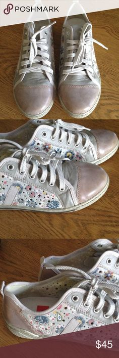 Riskier anti stress sneakers Leather and fabric uppers, perfect condition. These are marked Euro size 40 but I wear a 9 US and they fit me perfectly so I am listing as a 9. Rieker Antistress Shoes Sneakers