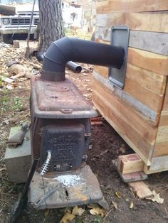 Smokehouse with wood stove . - Expolore the best and the special ideas about Homemade smoker Build A Smoker, Diy Smoker, Homemade Smoker, Smoke House Plans, Smoke House Diy, Backyard Smokers, Outdoor Smoker, Diy Wood Stove, Wood Smokers
