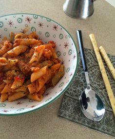 Esta receta de mi libro de Isa Chandra tiene una traducción imposible, Lentil-A-Roni… por lo que he optado por utilizar los ingredientes como título: pasta, lentejas y salsa de tomate. Ella u…