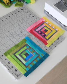 Something small for a change. I have small scraps on the table and these blocks will make a pouch or two. Log Cabin Quilt Pattern, Log Cabin Quilts, Quilt Block Patterns, Quilt Blocks, Log Cabins, Small Quilts, Mini Quilts, Bed Quilts, Strip Quilts