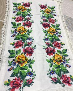 Este posibil ca imaginea să conţină: floare Cross Stitching, Crochet Stitches, Floral Tie, Weaving, Embroidery, Instagram, Cross Stitch Rose, Painting On Fabric, Cross Stitch Embroidery