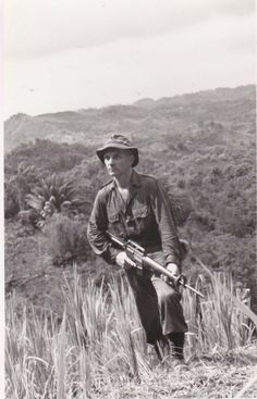 Soldier from Argyll and Sutherland Highlanders in Borneo. Malayan Emergency, Highlands Warrior, Head Hunter, World Conflicts, Military Special Forces, Highlanders, Scottish Highlands, British Army, Borneo