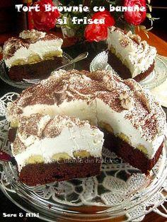 Tort Brownie cu banane si frisca este un tort minunat, un desert de week-end. Romanian Desserts, Brownie, Food Cakes, Pavlova, Malaga, Tiramisu, Cake Recipes, Sweet Treats, Cheesecake