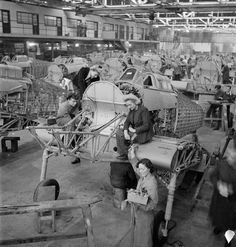 Hawker employees Winnie Bennett, Dolly Bennett, Florence Simpson and a colleague at work on the production of Hurricane fighter aircraft at a factory in Britain, Aircraft Photos, Ww2 Aircraft, Fighter Aircraft, Military Aircraft, Hawker Hurricane, Classic Sports Cars, Air Festival, Ww2 Planes, Battle Of Britain