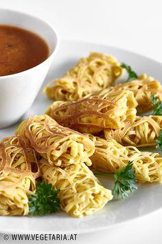 Roti Jala – malaysische Pfannkuchen im Spitzendecken-Design Curry, Macaroni And Cheese, Ethnic Recipes, Food, Design, Coconut Milk, Vegetarian Recipes, Cooking, Simple