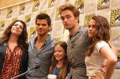 Kristen Stewart, Taylor Lautner, Robert Pattinson, Stephenie Meyer and Mackenzie Foy at event of The Twilight Saga: Breaking Dawn - Part 2