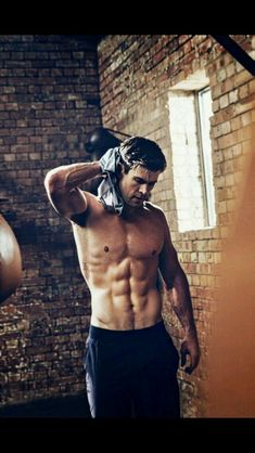 30 dni z Chrisem Hemsworthem # Fanfiction # amreading # books # wattpad Chris Hemsworth Shirtless, Liam Hemsworth, Chris Hemsworth Body, Shirtless Actors, Hemsworth Brothers, Human Poses Reference, Man Thing Marvel, Hugh Jackman, Actor