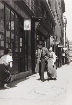 Adrienne Monnier & James Joyce  by GISELE FREUND ET L'ODEONIE - Moïcani-L'Odéonie