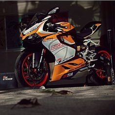 """3,365 Likes, 11 Comments - Alex (@galahaducati) on Instagram: """"Sick Panigale by @hugsticker_customs"""""""