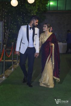 This Bride Aced The Saree Reception Look We Have Only Seen In Celebrity Weddings! Indian Gowns Dresses, Indian Fashion Dresses, Indian Designer Outfits, Indian Bridal Photos, Indian Bridal Outfits, Couple Wedding Dress, Wedding Dresses For Girls, Stylish Dress Designs, Stylish Dresses