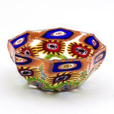 ciotola in vetro di murano sommerso con murrine esplose. Murano glass bowl, handmade and beautiful interior design with bright colors.
