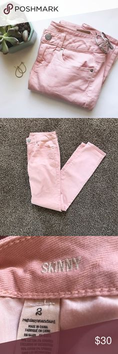 American Eagle Blush Pink Stretch Skinny Denim This pair of blush pink denim skinny jeans by American Eagle Outfitters are so trendy! Pair these with a pair of flats and you're ready to go! These pants are sure to make any outfit look trendy and classy! Size 2. American Eagle Outfitters Jeans Skinny