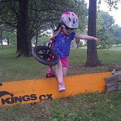 This kid is rad! Toddler Bike, Kids Bike, Road Cycling, Cycling Bikes, Bicycle Girl, Bike Style, Road Bikes, Barn, Fixed Bike