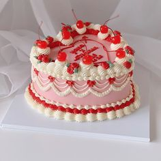 #sweets #desserts #sobremesa #doces #cake #bolo Pretty Birthday Cakes, Pretty Cakes, Beautiful Cakes, Amazing Cakes, Fancy Cakes, Mini Cakes, Gateaux Cake, Cute Desserts, Just Cakes
