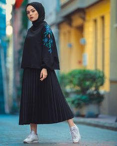 187 blazers hijab casual outfits – page 1 Street Hijab Fashion, Abaya Fashion, Skirt Fashion, Fashion Dresses, Islamic Fashion, Muslim Fashion, Modest Fashion, Hijab Casual, Hijab Chic