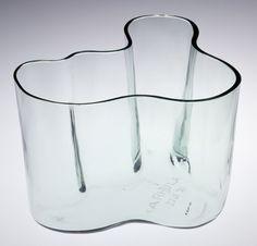Savoy Vase, Alvar Aalto (1898 1976), manufactured by Karhula Lasitehtaalla, Karhula, Finland, 1936. Museum no. C.226–1987