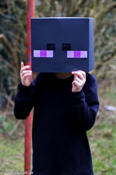 """Da ist sie wieder, die Faschingszeit. Und anders als in den Jahren zuvor, sollte es bei den Jungs mal keine Fledermaus sein =). Stattdessen wollten sie """"Enderman"""" und """"Creeper"""" werden… Minecraft Figuren.Nähtechnisch gab es für mich nicht so viel zu tun. Für den Creeper wurde die Hose gekauft… eigentlich eine """"Buddelhose"""" mit Reflektoren, jedoch habe … Weiter lesen »"""