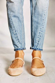 Just a quickie post to say: How gorgeous are these ballet flats? Id love to wear them around the...