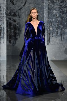 Mandatory viewing: Ziad Nakad bestows couture perfection upon us mere mortals at Paris Fashion Week Haute Couture - Queensland Brides : Maison Ziad Nakad : Runway - Paris Fashion Week - Haute Couture Fall/Winter Couture Mode, Couture Week, Haute Couture Fashion, Blue Fashion, Fashion Week, Runway Fashion, Luxury Fashion, Fashion Jobs, Beautiful Gowns