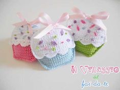 Bomboniera uncinetto e sacchetto portaconfetti cupcake. Crochet wedding favor. #wedding #favors #crochet