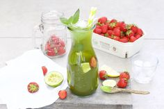 A refreshing Matcha-Lime Lemonade. Cold, refreshing and a perfect drink for the … A refreshing Matcha-Lime Lemonade. Cold, refreshing and a perfect drink for the summer. Healthy Crockpot Recipes, Healthy Eating Recipes, Healthy Drinks, Fun Cocktails, Summer Drinks, Fresh Mint Lemonade Recipe, Pomegranate Punch Recipes, Smoothie, Healthy Starbucks