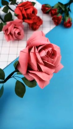 Cool Paper Crafts, Paper Flowers Craft, Paper Crafts Origami, Paper Roses, Flower Crafts, Diy Flowers, Origami Paper Folding, Flower Oragami, Money Flowers