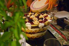 Trifle klasik bir İngiliz tatlısıdır ve tek bir tarifi yoktur. Üç kattan oluşur, her katta sırasıyla bir çeşit ıslak kek, bir çeşit meyve...