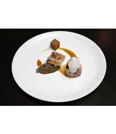 Suprême de volaille fermière en viennoise d'épices et Comté et noisettes, jus au Château-Chalon, marmelade d'aubergine au Comté, la Cuisse farcie de morilles, frite de gaudes, écume de pain grillé