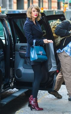 Taylor Swift Photos - Pop singer Taylor Swift is seen heading home to her New York City, New York apartment on January - Taylor Swift Heads Back To Her NYC Apartment Taylor Swift Style, Taylor Alison Swift, Taylor Swift Twitter, Swift Photo, Celebrity Scandal, My Girl, Dior, Nyc, Street Style