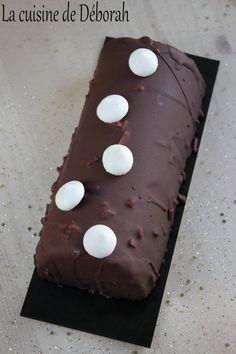 Bûche mangue-chocolat   La cuisine de Deborah Mango Chocolate, Chocolate Log, Biscuits, Blog Patisserie, Gingerbread Cookies, Food, Easy, Kiwi, Birthday Cakes