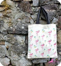 Sorteo veraniego. Sorteo de una tote bag estampada con flamencos y palmeras, para celebrar la llegada del buen tiempo.
