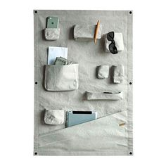 Organise your stuff in an original way with this Wall Pocket by Zuperzozial. Tidy up loose things in a fun and accesible way. Whether you use it in the office or at home for your keys and mail, or in the garden for your supplies and tools, this washable p