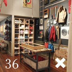 967c459b1168 Tienda de ropa simple , pero atrae debido a la forma de colocacion de sus  productos