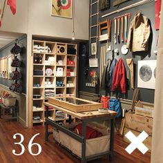 1000 images about racks para tienda ropa on pinterest - Decoracion de vitrinas ...
