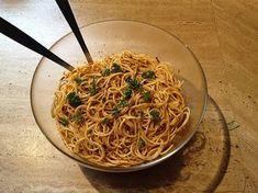 Spaghettisalat mit Knoblauch und getrockneten Tomaten