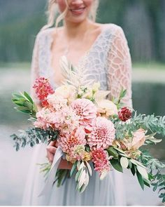 Seems that we can't get enough of beautiful bouquet, and this one from @weplusyou surely took our breath away. All wrapped up in delicate and romantic flair, this arrangement will be an ultimate choice for feminine bride out there. What do you think about this? Leave us some comments and share the love!  Bouquet @weplusyou / Venue @pineyriverranch / | Planning and Design @ivoryandvineeventco / Model @juliawilletts / Photography @allentsaiphoto via @100_layercake