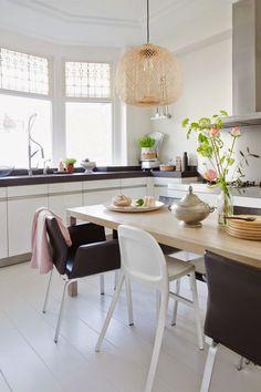 my scandinavian home: A lovely Dutch family home Interior Exterior, Kitchen Interior, Kitchen Decor, Interior Design, Kitchen Styling, Kitchen Dining, Dining Table, Home And Living, Home And Family