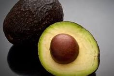 avocado-met-pit-gehalveerd (1) Best Food For Breastfeeding, Good Food, Yummy Food, Yummy Recipes, Tasty, Candied Walnuts, Vegetable Nutrition, Nutrition Guide, Food Nutrition