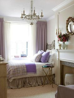 deko ideen schlafzimmer lila akzente blickdichte gardinen teppichboden leuchter