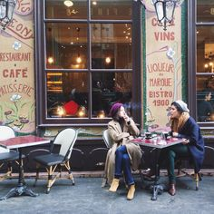 Looking forward to a happier hour!! Weekend- I'm coming for you!!  #tgif #weekend #cafe #paris  (à Paris, France)