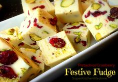 White Chocolate, Cranberry, Pistachio Fudge Recipe for Thermomix Fudge Recipes, Candy Recipes, Sweet Recipes, Dessert Recipes, Chocolate Baileys, White Chocolate Fudge, Xmas Food, Christmas Cooking, Pistachio Fudge Recipe