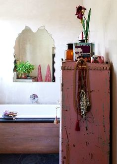 make mine eclectic / bathroom / sfgirlbybay. A touch of pink Bohemian House, Bohemian Interior, Bohemian Living, Bohemian Decor, Bohemian Style, Bohemian Bathroom, Diy Bathroom, Eclectic Bathroom, Bathroom Ideas