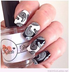 White and black nails with vintage print
